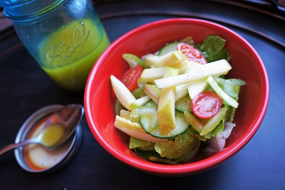 green apple salad with apple cider vinegar dressing