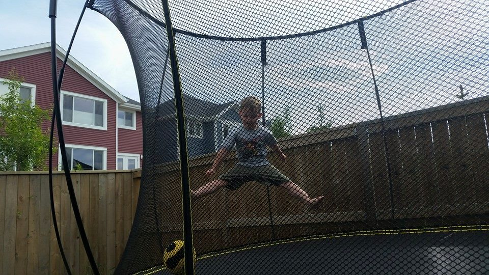 Back Yard Movie Night with Springfree Trampolines! #giveaway #springfreefamily