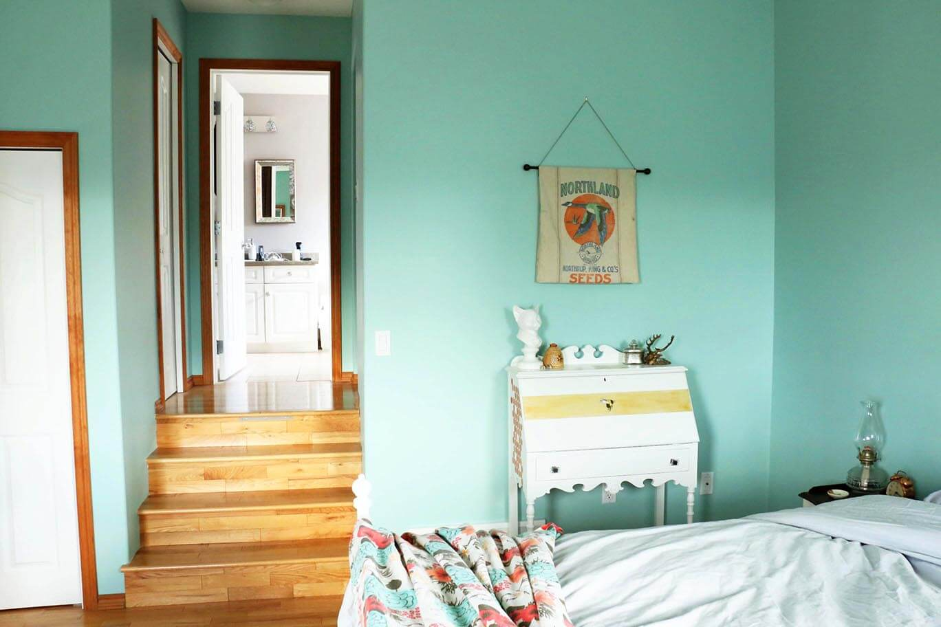 using-vintage-furniture-in-the-master-bedroom