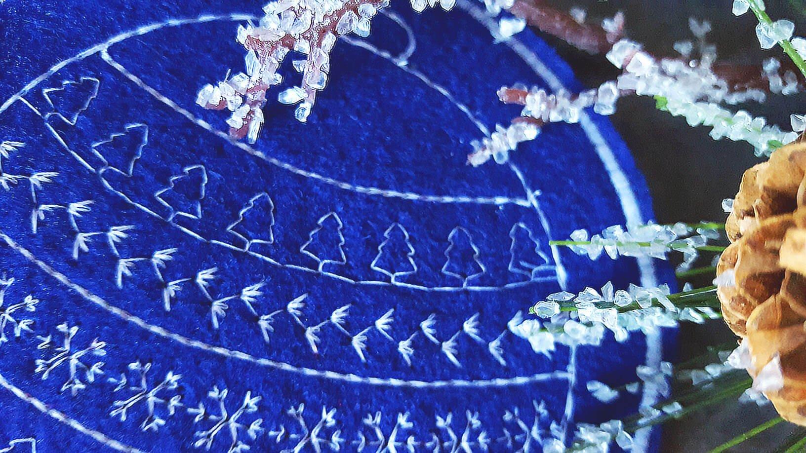 felt-holiday-embroidery-coasters